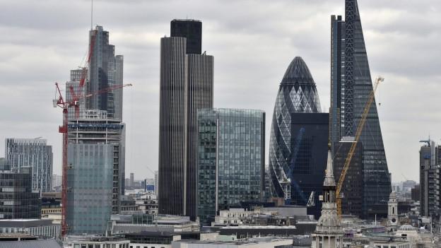 Im Bild die Skyline des Finanzzentrums von London, darunter auch das im Volksmund «the Gerkin» genannte Gebäude, welches einer Gurke ähnlich sieht.
