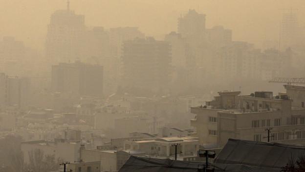 Die iranische Hauptstadt Teheran unter einer Decke von Feinstaub.