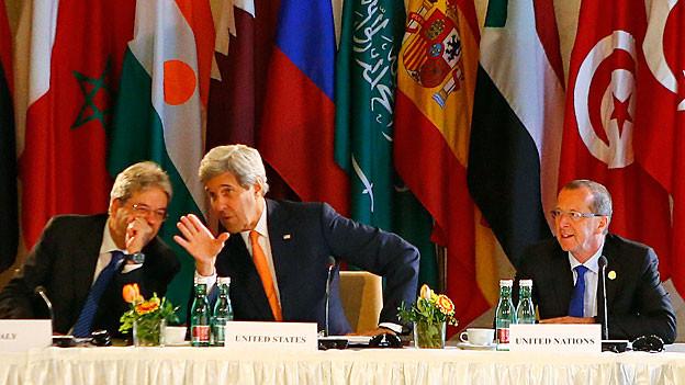 Der italienische Aussenminister Gentiloni, US-Aussenminister Kerry und Martin Kobler, der UNO-Gesandte für Libyen an der internationalen Libyen-Konferenz in Wien.