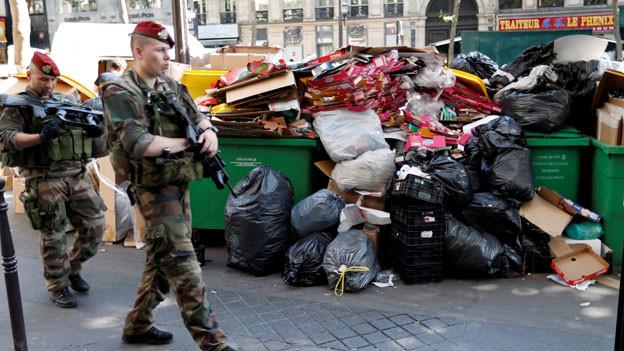 EM-Auftakt: Wegen Streiks der Müllabfuhr stinkt's in Paris.