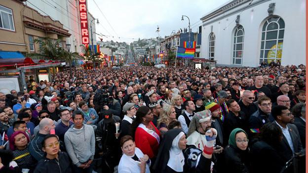 Das Attentat von Orlando schockiert Menschen auf der ganzen Welt. Mahnwache in San Franscisco.