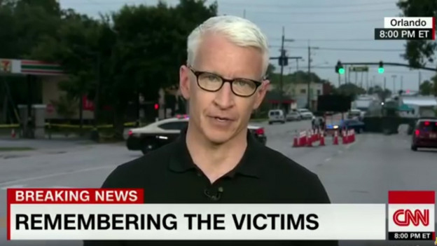Der Journalist Anderson Cooper las auf dem Fernsehsender CNN sämtliche Namen der 50 Toten vor.