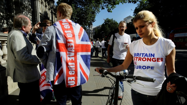 Zu sehen sind enttäuschte Brexit-Gegner in London am Tag nach der Abstimmung.
