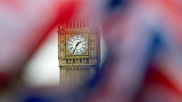Ein «Union Jack» flattert vor dem Big Ben in London.
