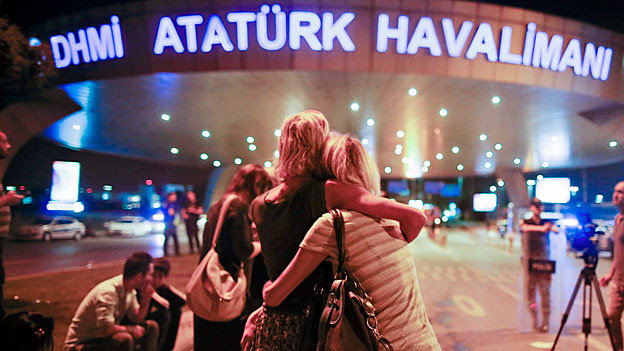Passagiere auf dem Flughafen Atatürk.