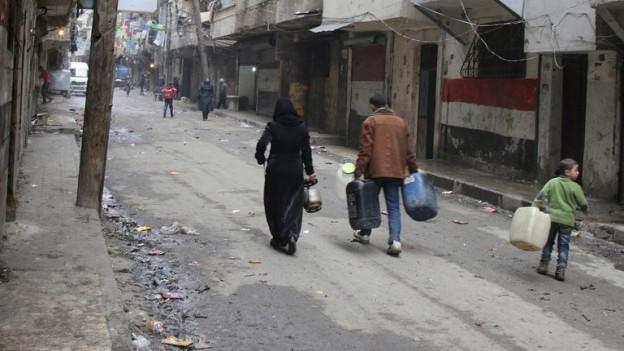 Blick in eine fast leere Gasse in Aleppo.