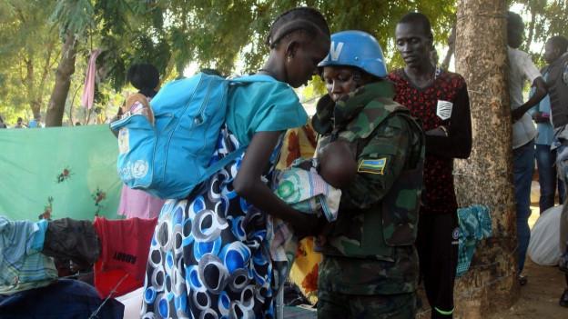 Das Bild zeigt eine Blauhelm-Soldatin bei einem Einsatz in Südsudans Hauptstadt Juba am 14. Juli 2016.