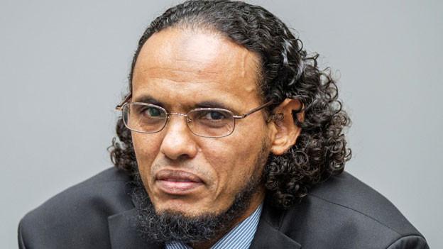Der ehemalige Rebellenführer Ahmad al-Faqi al-Mahdi zeigt Reue und entschuldigt sich.