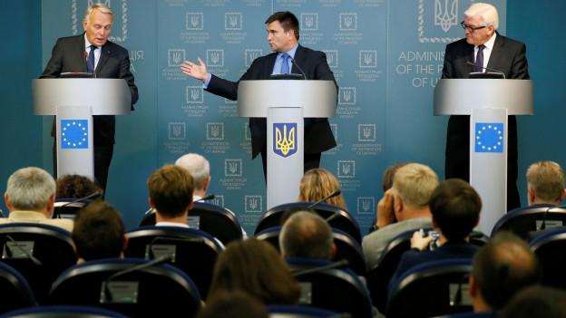 Das Bild zeigt die Aussenminister Frankreichs, der Ukraine und Deutschlands.