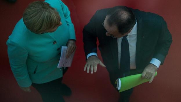 Von oben zu sehen sind Bundeskanzlerin Merkel und Präsident Hollande.