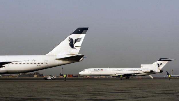 Das Bild zeigt Flugzeuge auf dem Flughafen in Teheran.