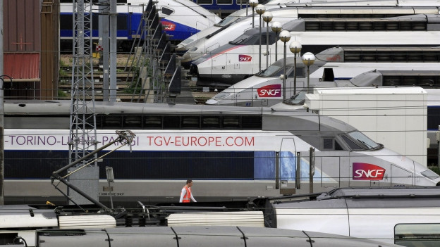 TGV-Züge, abgestellt auf Gleisen nahe des Gare de Lyon.