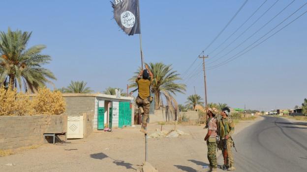 Die Flagge des IS wird abgehängt - vielleicht auch schon bald in Mossul.