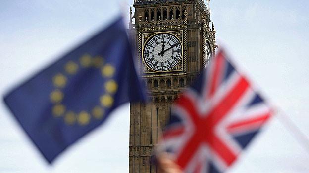 Eine EU- und eine britische Flagge wehen vor dem «Big Ben».