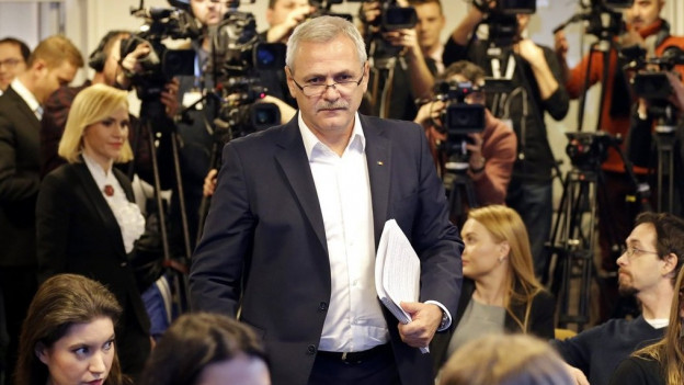 Liviu Dragnea, der Chef der PSD, tritt vor die Medien.