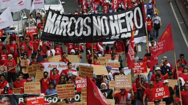 Protest gegen die Beerdigung von Ferdinand Marcos auf dem Heldenfriedhof