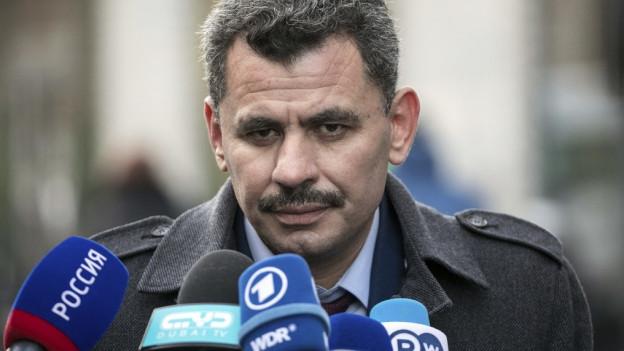 Brita Hagi Hasan, der Bürgermeister von Aleppo, trat in Brüssel vor die Medien.