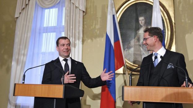Der russische Ministerpräsident Dimitri Medwedew und sein finnischer Amtskollege Jyrki Katainen 2012 in Helsinki.