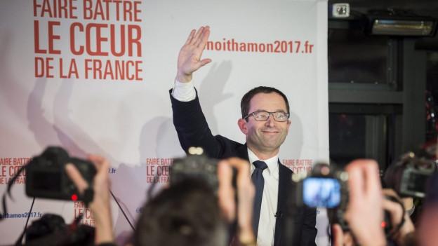 Benoît Hamon macht am meisten Stimmen und freut sich.