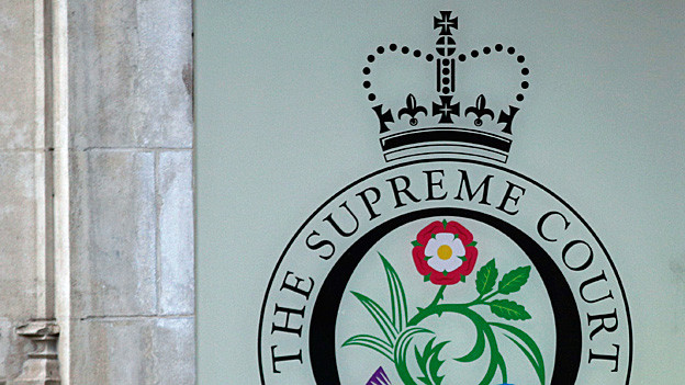 «The Supreme Court» steht an einer weissen Wand.