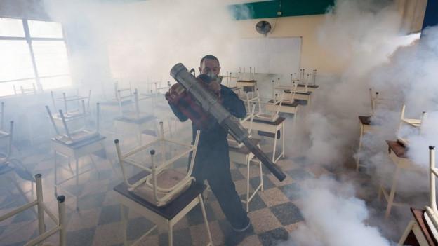 Zika-Bekämpfung in einem Schulzimmer in Caraccas