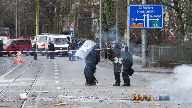 Gewalt diese Woche gegen Polizisten bei Hausräumung in Bern