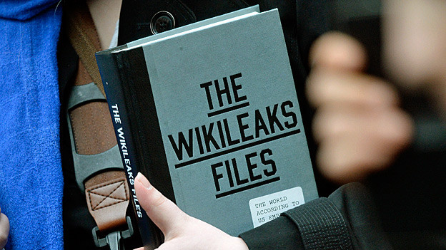 «the Wikileaks Files» steht auf einem Buchdeckel.