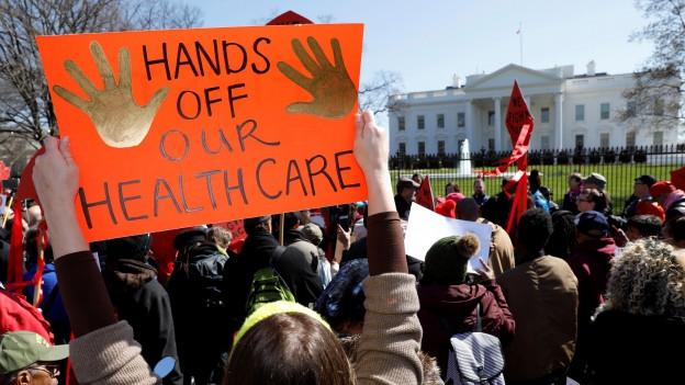 Demonstranten gegen die Abschaffung von Obamacare. Vor dem Weissen Haus am 23.März.