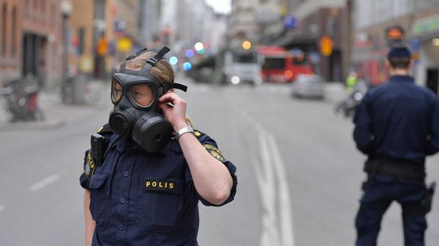 In der Stockholmer Einkaufszone ist ein LKW in ein Kaufhaus gerast. Es gab mehrere Tote und viele Verletzte.