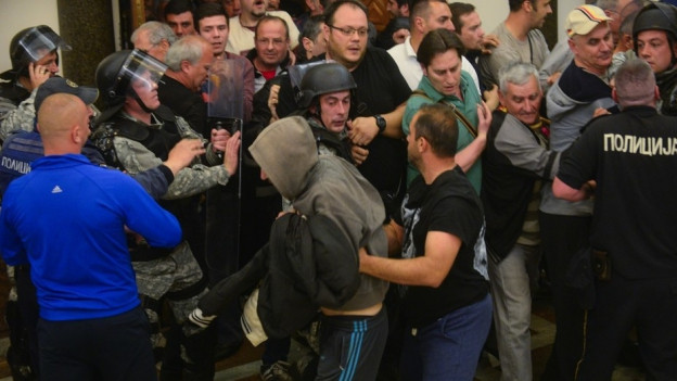 Tumult-Szene im Parlament.