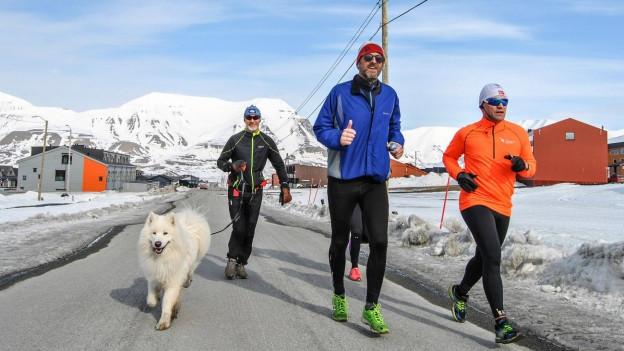 Jogger in Spitizbergen: Ab heute treffen Nato-Parlamentarier auf der abgeschiedenen Inselgruppe ein.