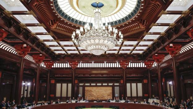 Führungskräfte an einer Sitzung im Rahmen des Seidenstrassen-Gipfels in Peking.