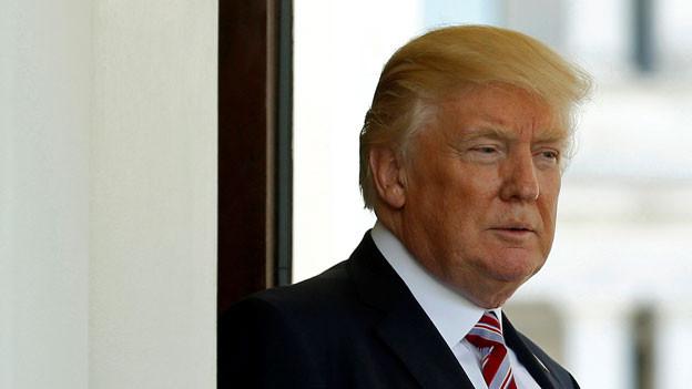 Der US-Präsident Donald Trump vor dem Weissen Haus.