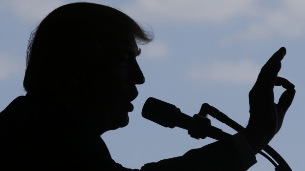 Zuhause muss sich Trump erneut der Russland-Affäre stellen.