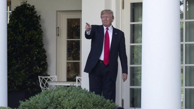 US-Präsident Donald Trump vor dem weissen Haus.