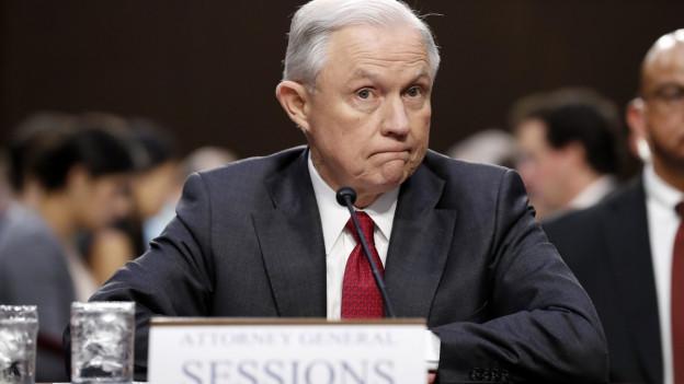 Sessions weist den Vorwurf von Absprachen mit Russland zur Präsidentschaftswahl zurück.