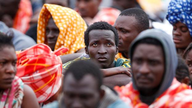Afrikanische Flüchtlinge in Augusta, Sizilien.