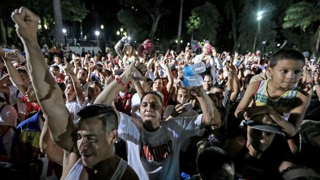 In Venezuela feiern die Regierungsanhänger. Die Opposition bezeichnet die Wahl hingegen als illegal.
