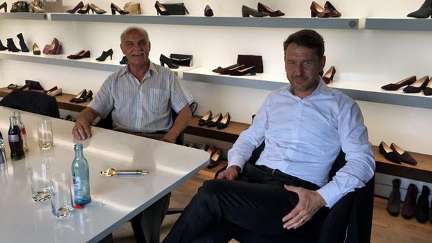 Marcus Ewig (Geschäftsführer, rechts) und Karl-Heinz Gärtner von Peter Kaiser.