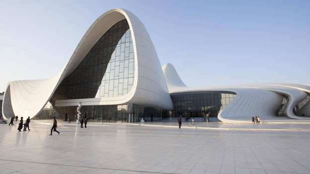 Aserbaidschan versucht einen westlichen und weltoffenen Eindruck zu vermitteln, z.B. mit Bauten wie dem Heydar Aliyev Kulturzentrum von Zaha Hadid.