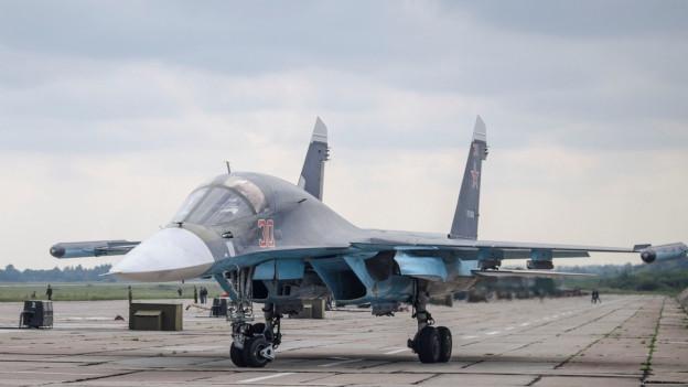 Ein russischer Kampfjet, der in Weissrussland stationiert ist und am Manöver teil nimmt.