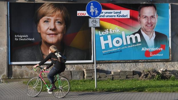 Zwei Wahlplakate in Deutschland von der CDU und AfD
