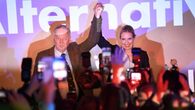 Alexander Gauland und Alice Weider von der AfD an der Wahlparty.