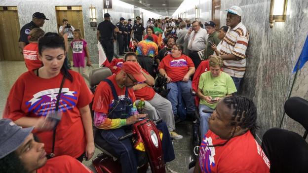 Unterstützer von Obamacare haben sich in Washington zum Protest versammelt.