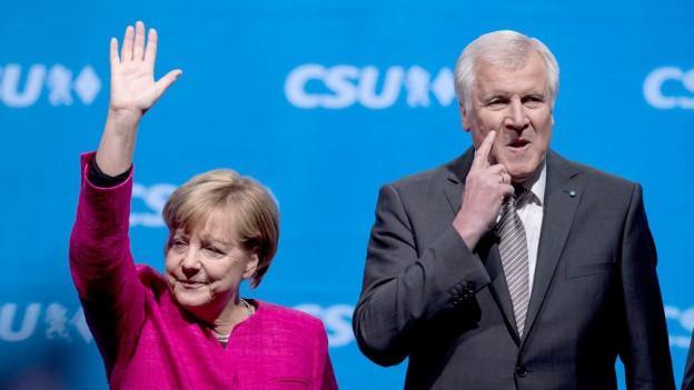 Angela Merkel und Horst Seehofer nebeneinander an einer CSU-Veranstaltung.