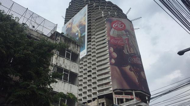 Der Ghost Tower steht mitten in Bangkok. Es ist das bekannteste Mahnmal der Asienkrise.