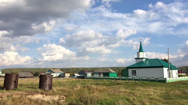 Gefährdeter Dorffrieden – in Aremsjani, nicht weit von der Moschee, soll eine riesige Fabrik gebaut werden.