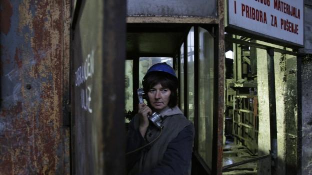 Zu sehen ist eine Minenarbeiterin in Bosnien.