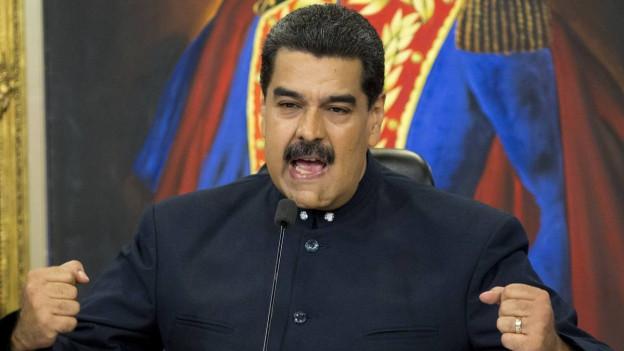 Venezuelas Präsident Nicolás Maduro spricht an einer Pressekonferenz.
