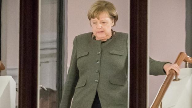 Bundeskanzlerin Angela Merkel (CDU) im Treppenhaus des Bundestags in Berlin während der Sondierungsgespräche